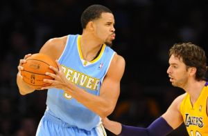pau-gasol-javale-mcgee-nba-preseason-denver-nuggets-los-angeles-lakers-850x560