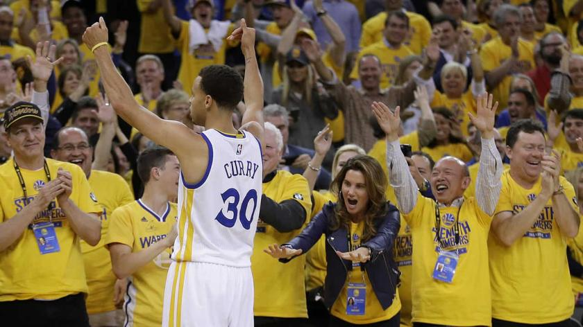 Will Steph Curry and the Warriors hoist the Larry O'Brien trophy tonight? (Getty  Images)